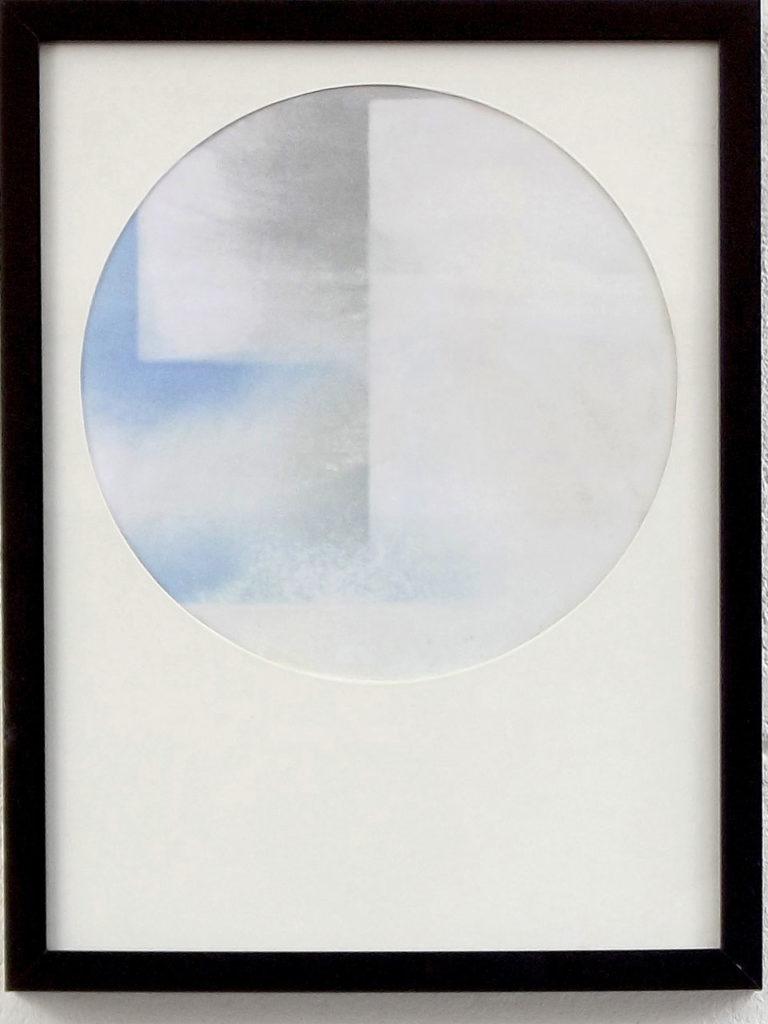 Poussière, traces de ponçage, œuvre, papier